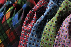 تعلم تنسيق الملابس وفقًا للون بشرتك