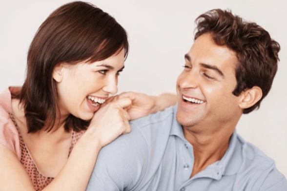 ما الذي يثير انتباه الرجل في المرأة من النظرة الأولى ؟