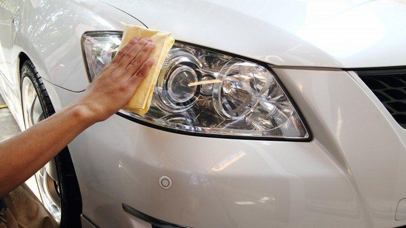 نظف مصابيح السيارة بالطريقة الصحيحة