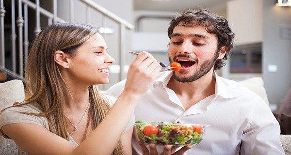 إليك قائمة أطعمة تعزز الخصوبة لديك وأخرى تضعفها