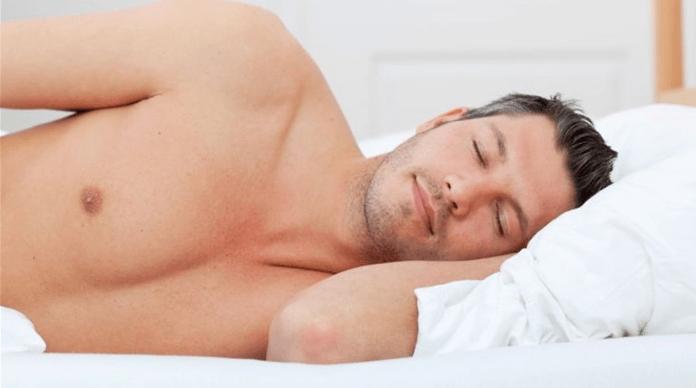 النوم عاريًا خلال الليل وفوائده التي لا تعرفها