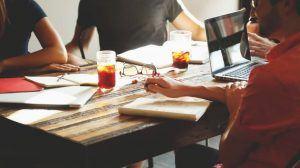كيف تتحكم في العلاقات الاجتماعية حولك؟ 6 تقنيات تمكنك من ذلك
