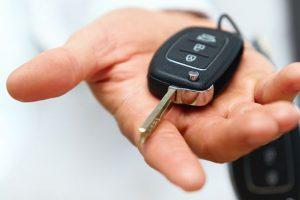طرق فتح باب السيارة بدون مفتاح في حال نسيت أو أضعت مفاتيحك
