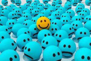هل فعلًا الرجال يخفون مشاعرهم أو لا يجيدون التعبير عنها؟