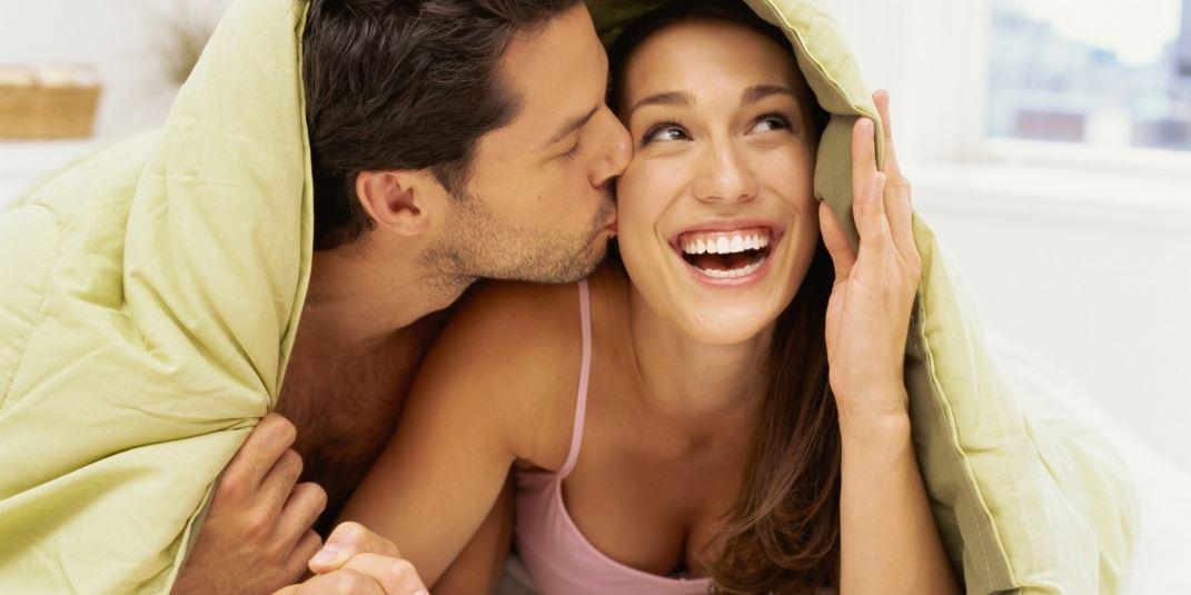 عن مداعبة الزوجة في السرير .. هذا أبرز ما يمكنك فعله