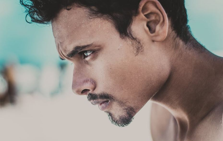 خطوات تنظيف الوجه للرجال والحفاظ على نضارة البشرة