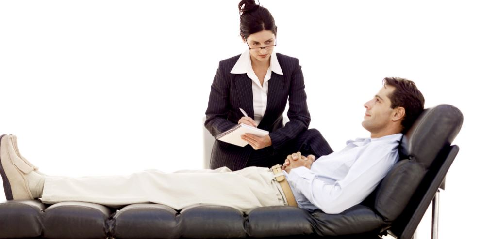 كيف تعرف إنك بحاجة لزيارة طبيب نفسي والحصول على مساعدته؟