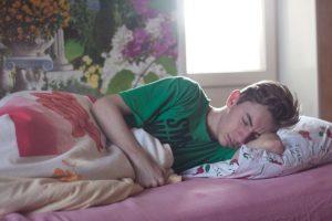 ما هي أسباب النوم الثقيل الذي يعاني منه البعض؟